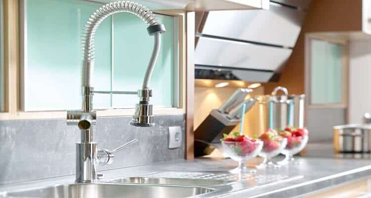 how does a kitchen faucet work