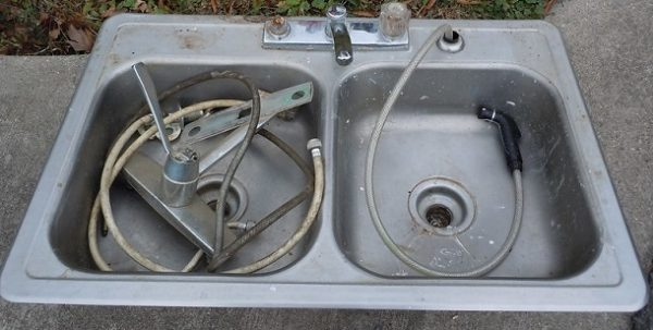 how to replace sink sprayer