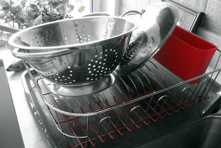 How to Remove Rust from Dish Rack